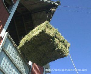 bales_near_barn _001